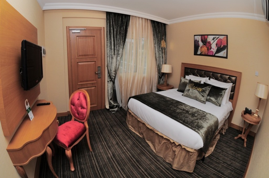 pool side suite deluxe room