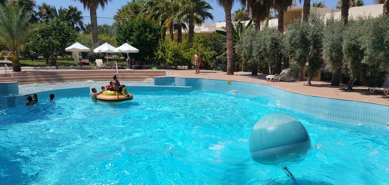 oscar resort wave pool