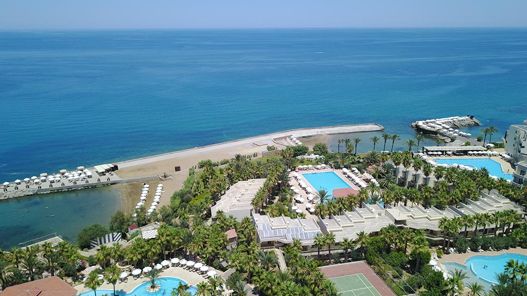 oscar-resort-facilities-pools-beach