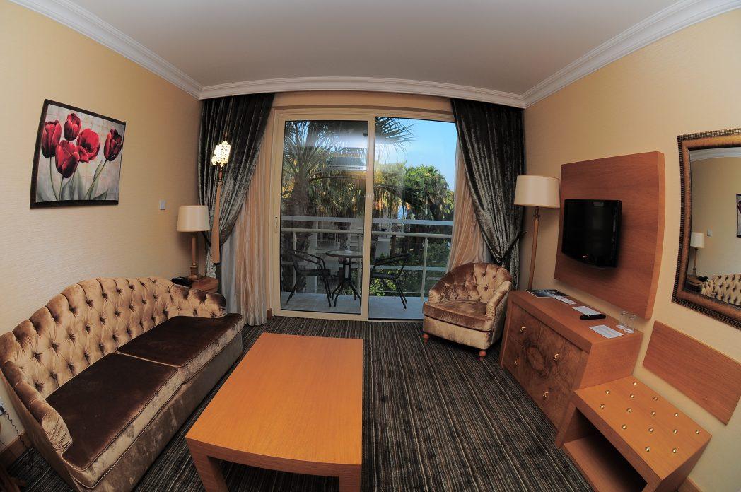 Poolside Suites